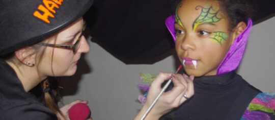 stand maquillage Halloween pour enfants